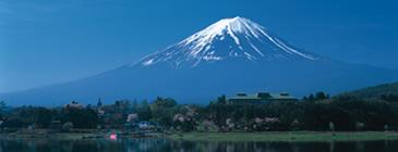 富士山 日本を代表する山と言えば、富士山。大学の学長室からも、てっぺんが少し見えるとか。